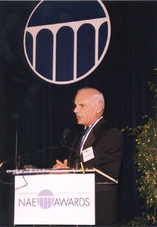 Larry Roberts honoured by the National Academy of Engineers in 2001