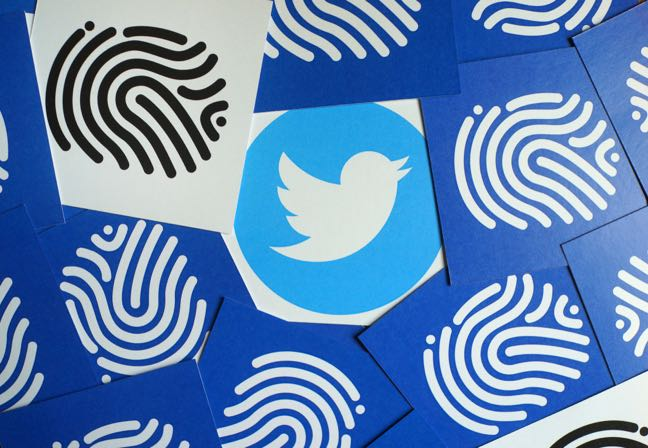 Twitter warns that private tweets were public for years