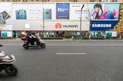 Chengdu, Sichuan / China - huawei retail store in downtown Chengdu. Image by B Zhou/Shutterstock