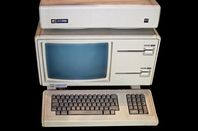 An Apple Lisa with  a ProFile hard drive stacked on top of it. Pic: Stahlkocher, licensed under CC 3.0 https://creativecommons.org/licenses/by-sa/3.0/deed.en