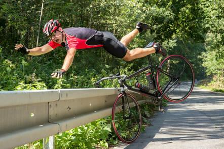 Cyclist falling off his bike