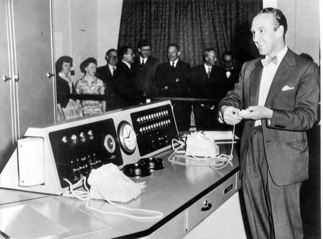 Ernest Marples starting the first Premium Bond Draw June 1957.jpg