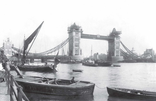 Tower Bridge, image: City of London, London Metropolitan Archives.