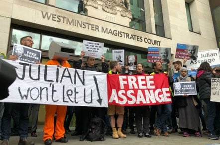the crowd protesting Julian Assange's extradition at Westminster court