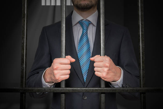Guy is booted out of IT amid outsourcing, wipes databases, deletes emails... goes straight to jail for two-plus years