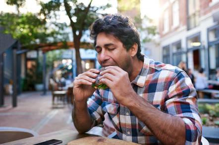 guy_eating_bagel