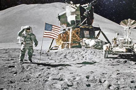 astronaut_moon