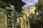 robin hood sculpture outside Nottingham castle