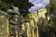 robin hood sculpture outside Nottingham castle