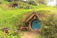hobbit houses in hobbiton, new zealand