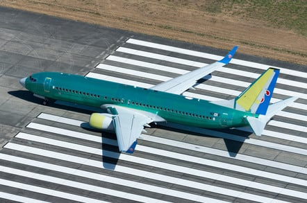 Boeing 737 NG doing some flight tests in the runway near the company factory at Renton Airport