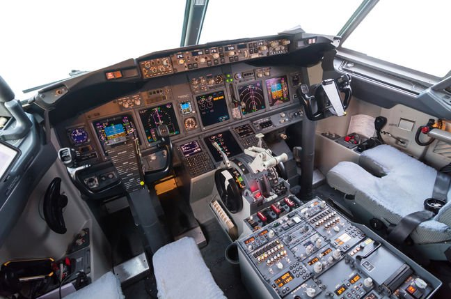 The controls in the 737 cockpit