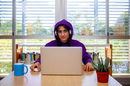 Teen installs Linux on laptop