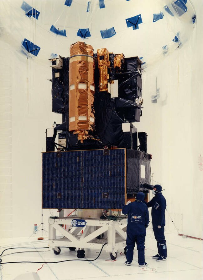 Besides the work performed at Matra Marconi facilities, the SOHO spacecraft was prepared for launch at the SAEF-2 facility of the Kennedy Space Center before being fueled and encapsulated on top of the Atlas-Centaur AC-121 on pad 36B. Pic credit: SOHO (ESA and NASA)