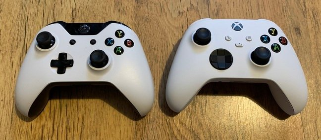 Xbox One controller (left) vs Xbox Series S controller