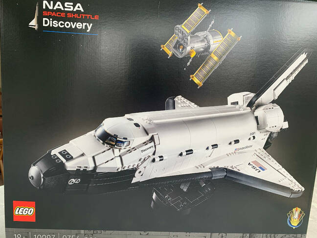 Discovery shuttle set
