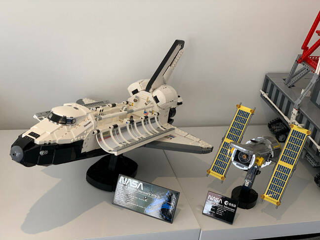Discovery shuttle set completed