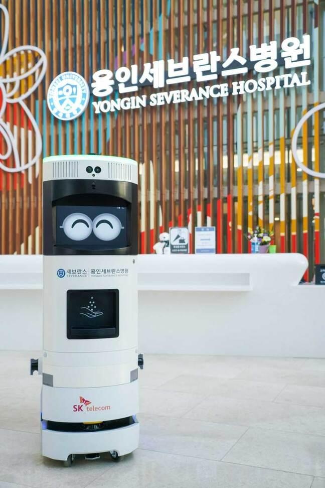 SKT-Yongin Severance Hospital jointly built a 5G complex quarantine robot 'Keemi'