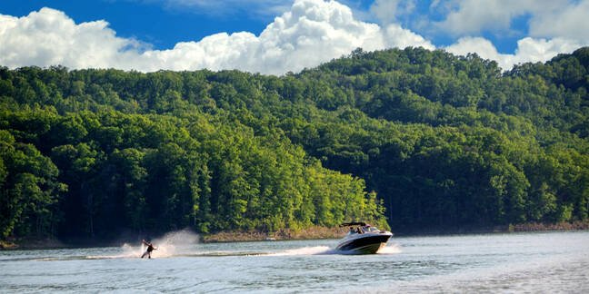 Boating and Water Skiing on Cave Run Lake in Kentucky, USA
