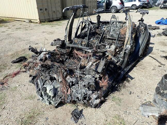 Обломки аварии Tesla в Техасе