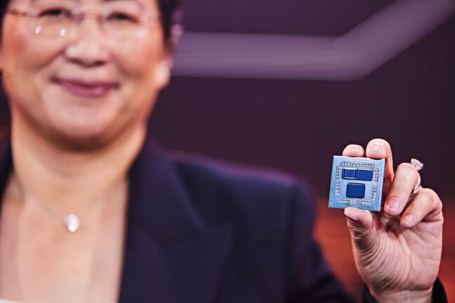 AMD CEO Lisa Su with a Ryzen CPU that uses 3D V-cache technology
