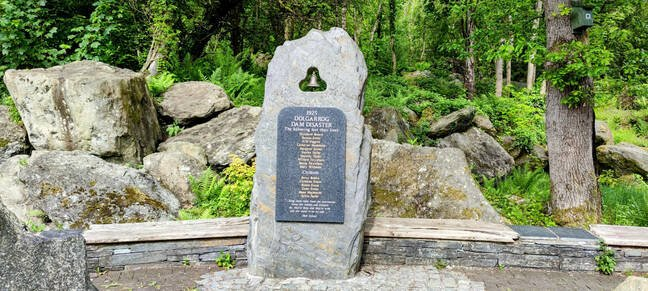 The commemorative monument at the start of the footpath listing the dead of the 1925 disaster.