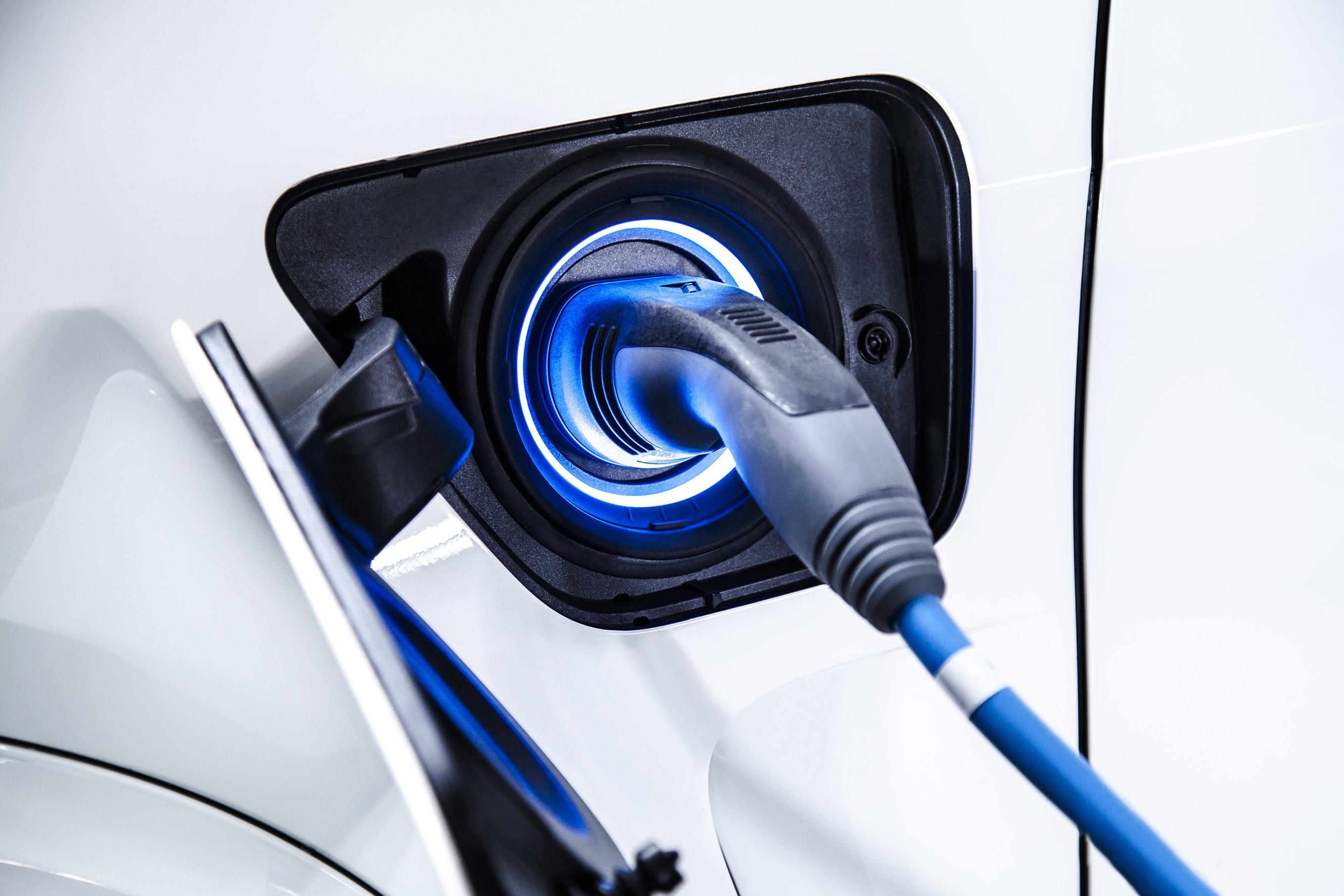 Inventor of the graphite anode – key Li-ion battery tech – says he can now charge an electric car in 10 minutes