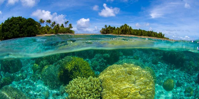 Coral reef over/under at the Marshall Islands