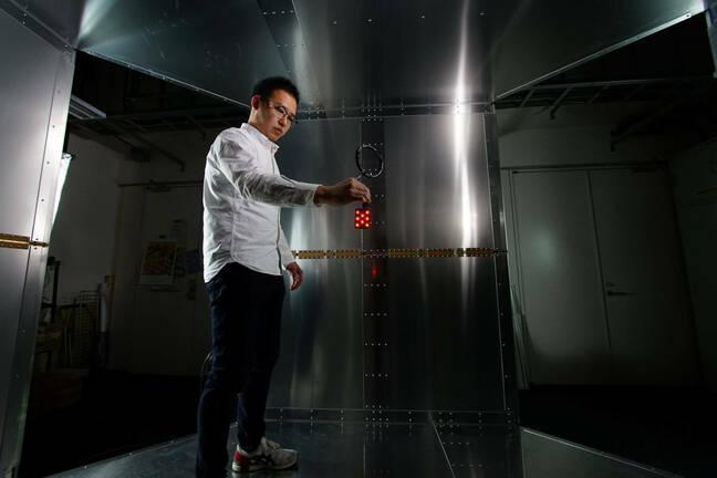 led demo: Room-scale magnetoquasistatic wireless power transfer using a cavity-based multimode resonator