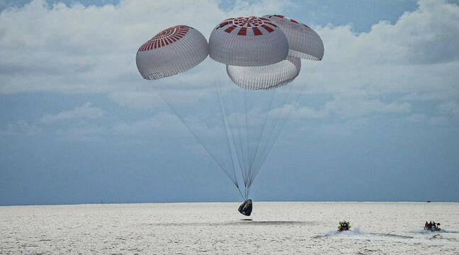 The Inspiration4 SpaceX Dragon capsule splashes down