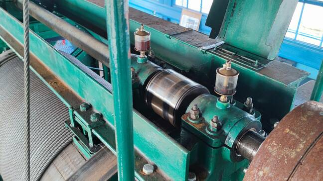 The metal-on-metal roller bearings that connect the electric drive motors to the winding drum